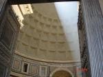 Porti Pantheon si raza soare prin oculus