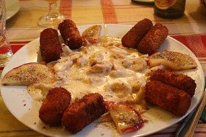 crochete din cartofi cu piept de pui, smantana si cascaval