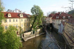 canal sub podul carol
