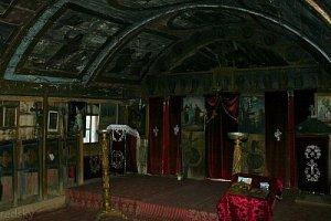 interior biserica din lemn