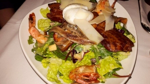 salata cu creveti, sunca, ansoa